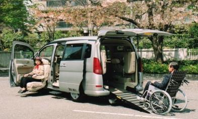大型、横揺れが少ない5人乗り、業界唯一、回転いす 車いす用