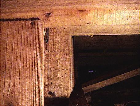 外見ではシロアリ被害どころか乾燥してきれいに見える柱も…