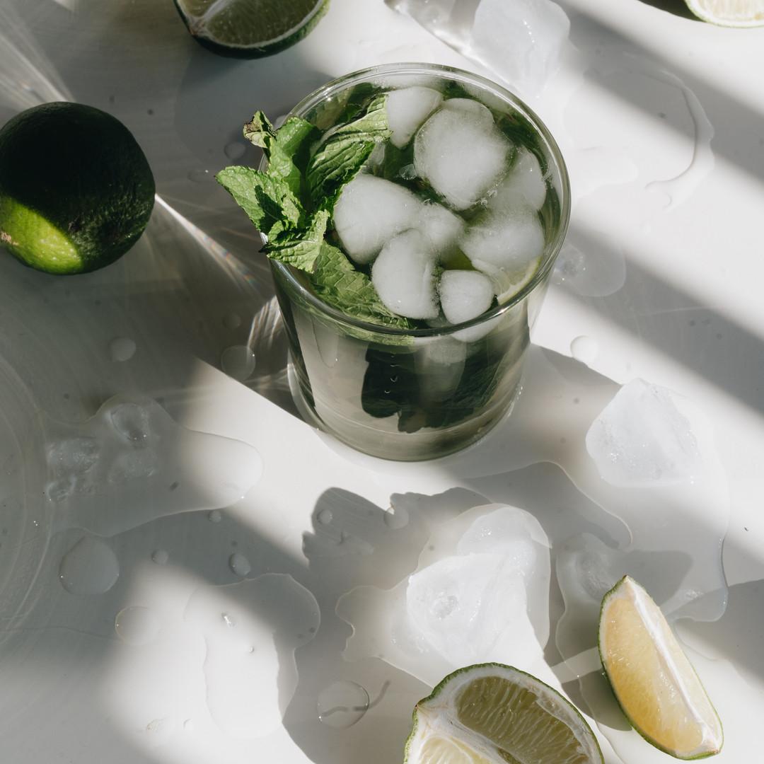 photo-of-sliced-lime-beside-glasses-4051