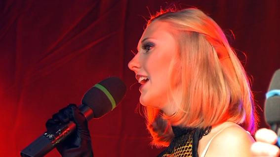 Laura - Die Sängerin bei Firmenevent