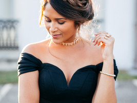 How to Dress with Drooping Shoulders