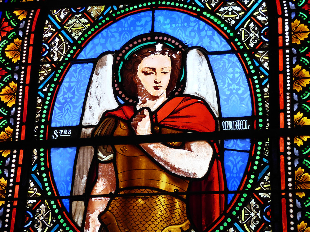 Vitrail dans l'église St Michel de l'île aux Moines
