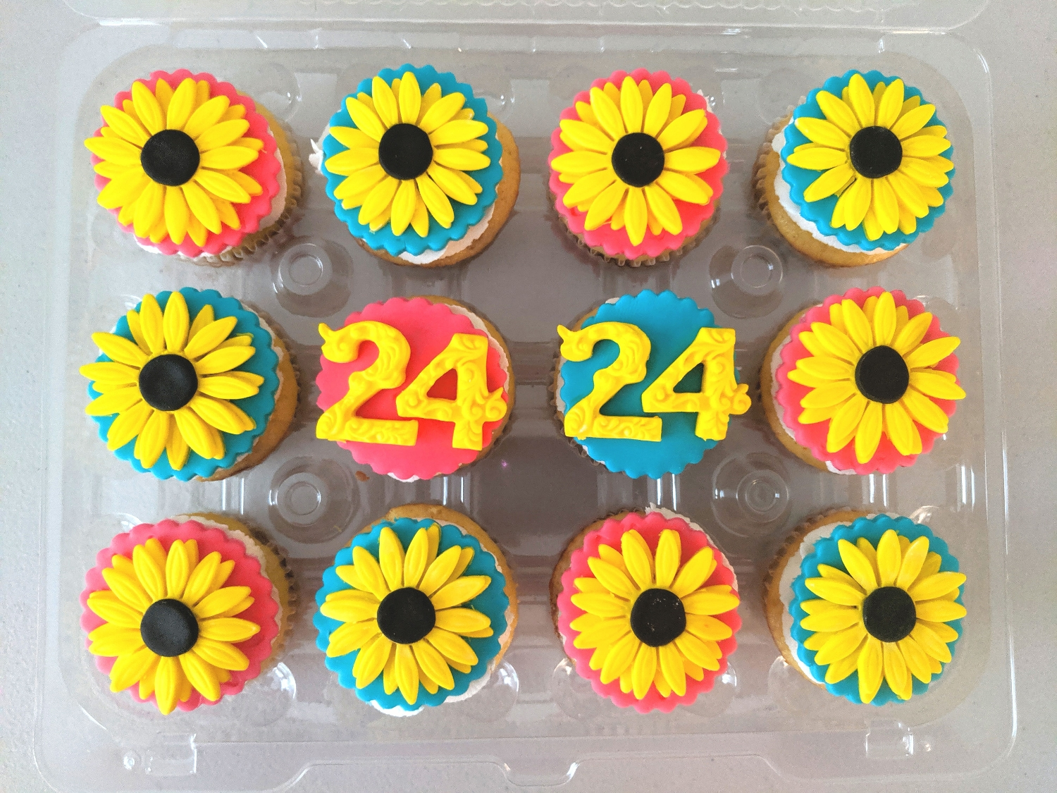 Sunflower Cupcakes (fondant)