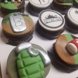 Fortnite themed cupcakes (more)