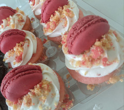 Traditional Cupcakes with Macaroons