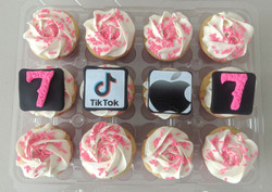 TikTok iPhone Cupcakes