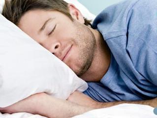 Uma boa noite de sono pede cuidados especiais com pescoço e as costas