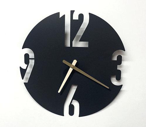 שעון ממתכת מעוצב ומנימליסטי