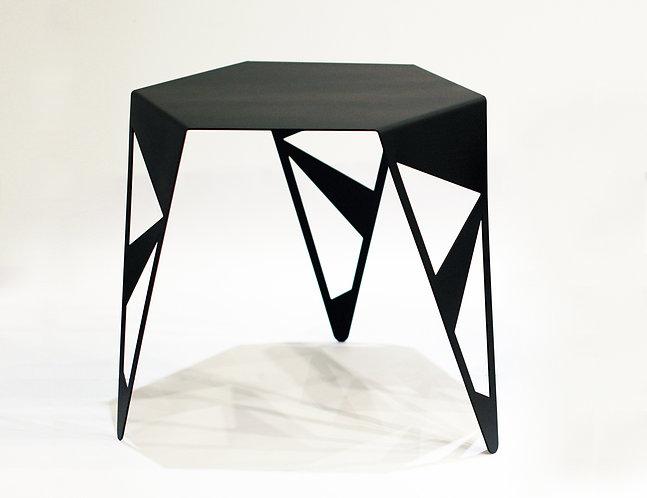 רהיטים | שולחן קפה ממתכת בחיתוך לייזר בטכניקת כיפוף