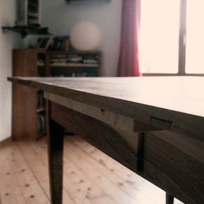 Restaurierter Eichenholztisch