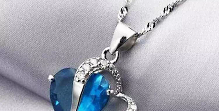Beautiful Pendant With Chain