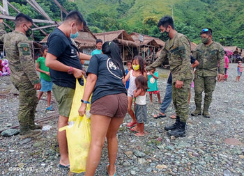 Army assists distribution of food packs, hygiene kits to 150 Dumagat Families in Nueva Ecija