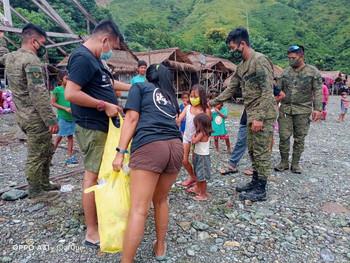 Army assists distribution of food packs, hygiene kits to 150 Dumagat Families in Nueva Ecija