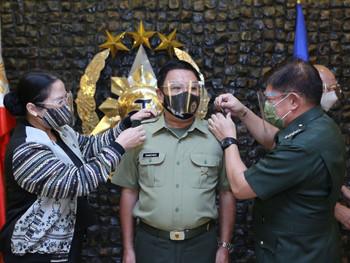 UP Los Baños Professor dons rank as AFP Reservist