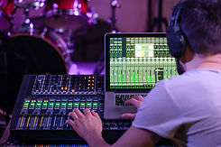 digital-mixer-recording-studio-with-comp