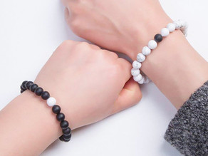 HOW TO WEAR CRYSTAL HEALING BRACELETS
