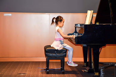 Performance in piano class