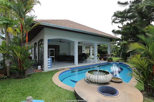Swiss-Villa mit privatem Pool