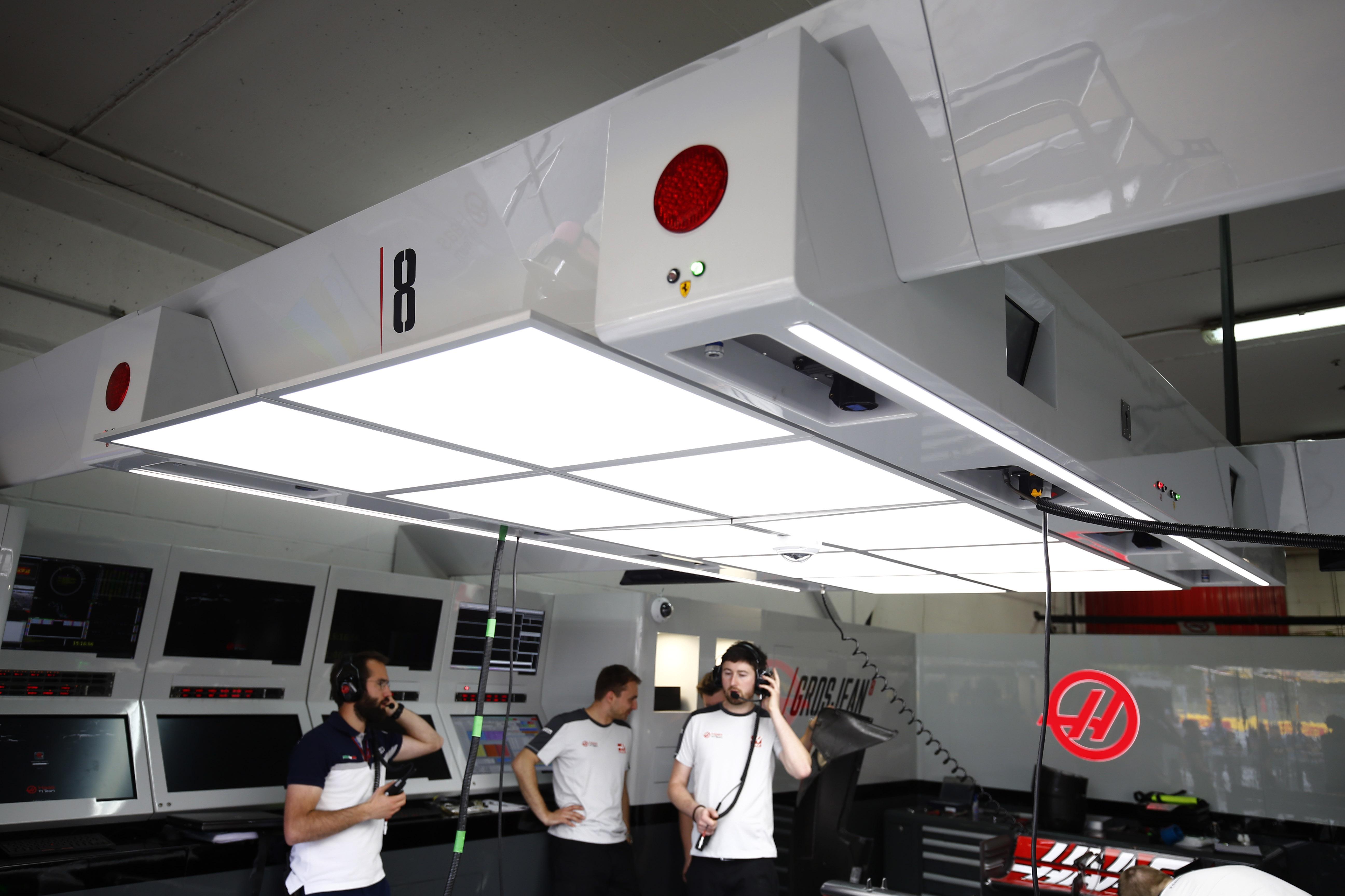 Haas F1 overhead light pods