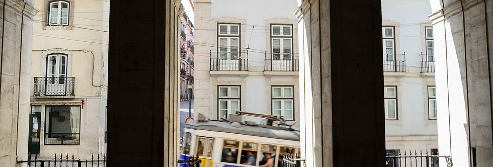 Ao Passar o Bonde - Passing the Tram by Kcris Ramos