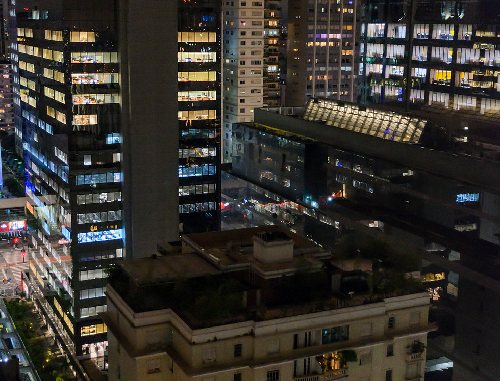 São Paulo entre torres e luzes - São Paulo between towers and lights by Kcris Ramos