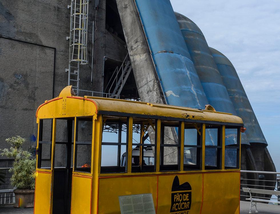 Bondinho amarelo, Rio antigo. - Frame yellow cable car, ancient river. by Kcris ramos