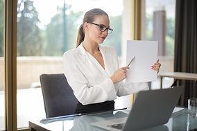 confident-businesswoman-sharing-informat