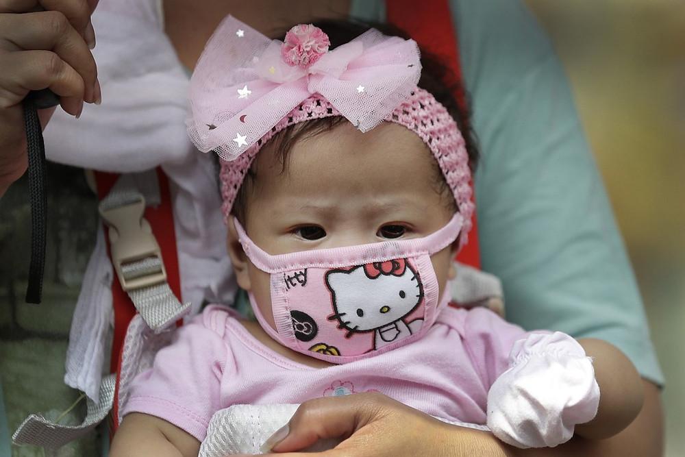 O uso de máscaras anti-Covid em crianças abaixo de dois anos pode causar sofocamento
