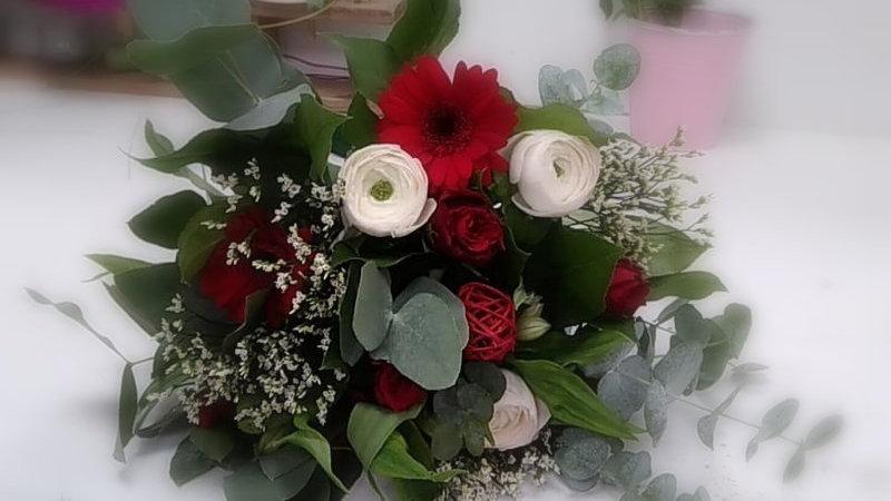 bouquet germinis, renoncules, roses