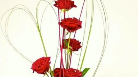 composition roses perles