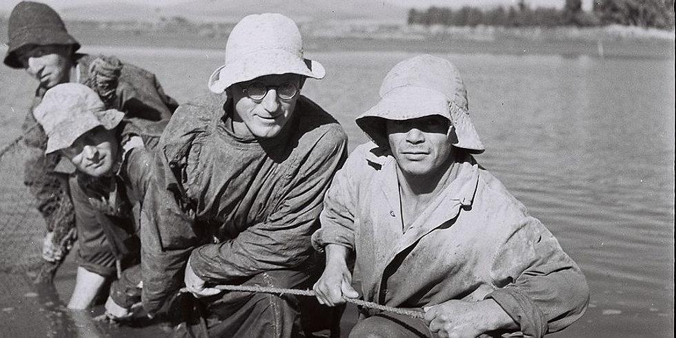 Halászok egy kibucban a Jizrael Völgyében, 1946 - fotó: Kluger Zoltán / GPO