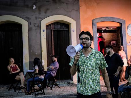 """""""Gravar no cemitério foi uma delícia"""", brinca Adriano Portela, diretor de Recife Assombrado"""