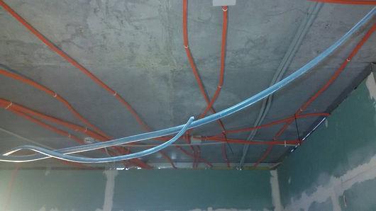 внутренний электромонтаж на потолке