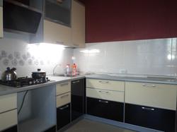 кухонный гарнитур с пластиковыми фасадами.JPG