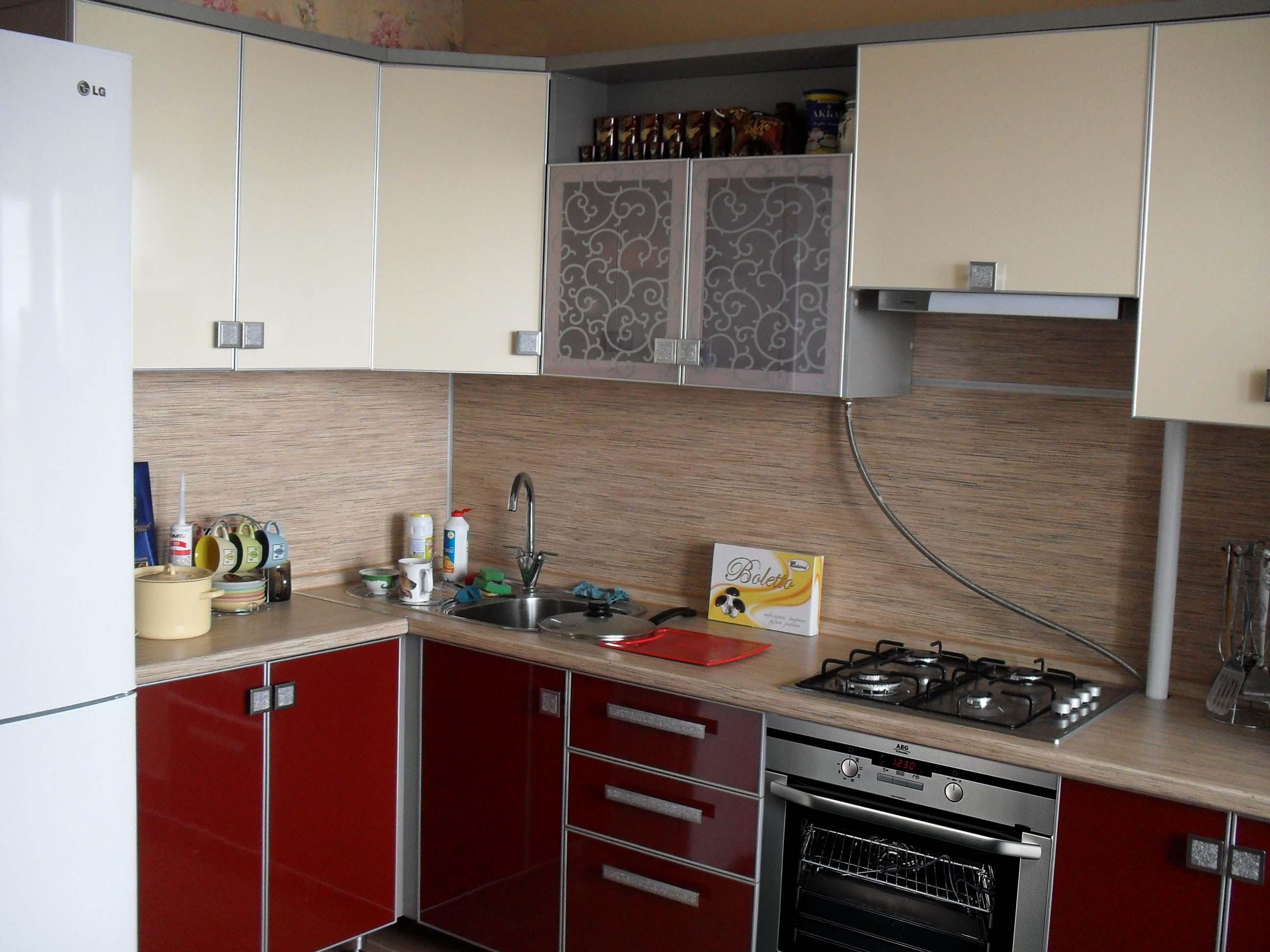фото кухни из красного пластика