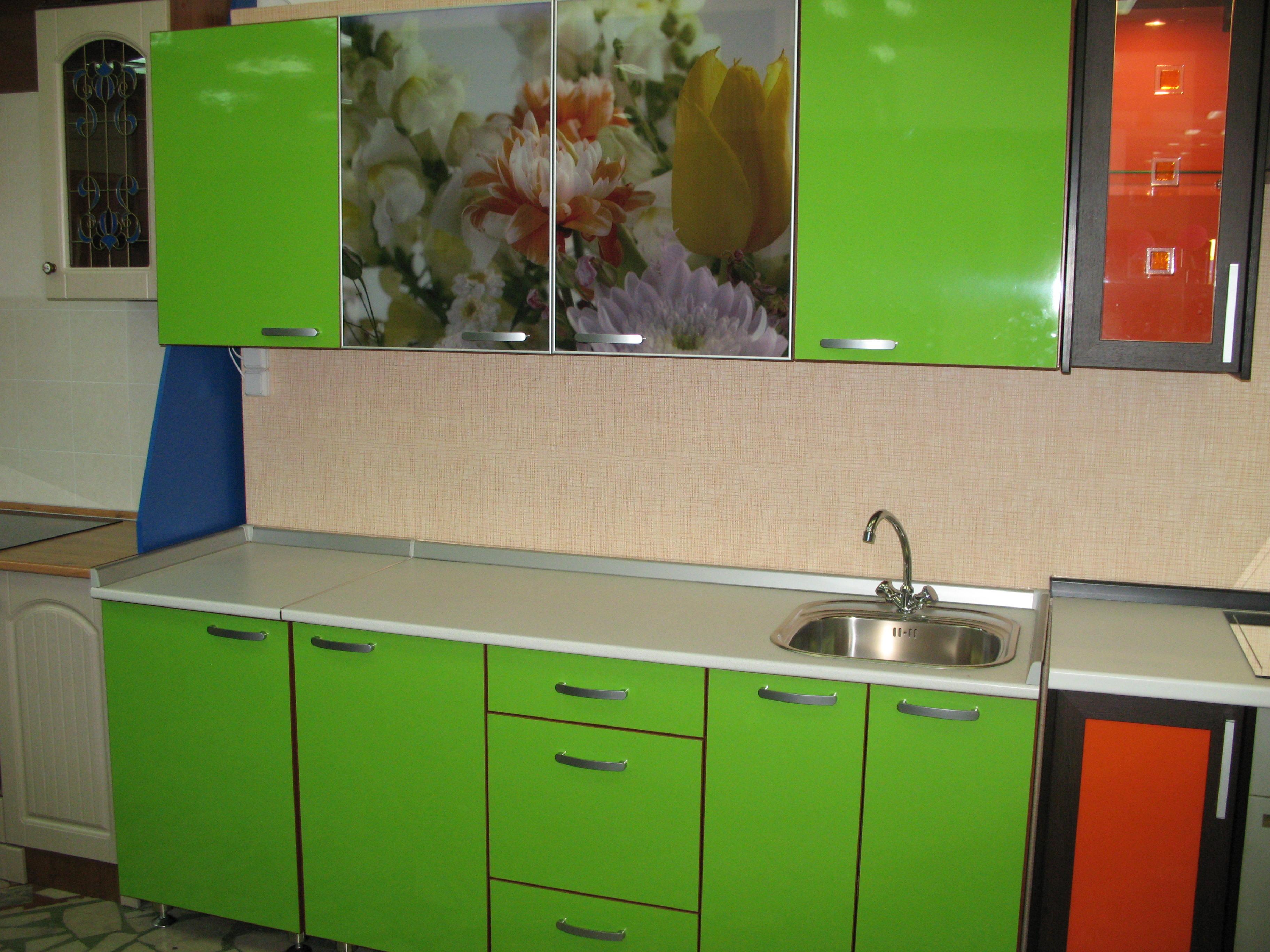 кухня зеленая с фотопечатью