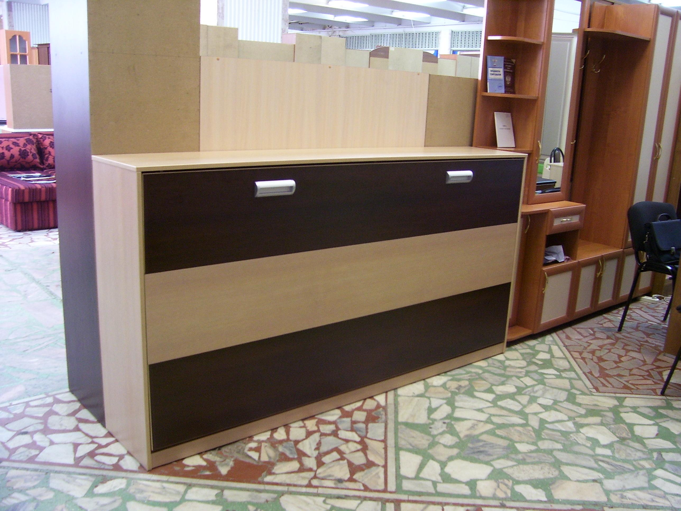 шкаф-кровать в мебельном салоне