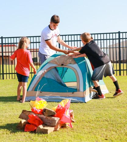Putting up a tent1.jpg