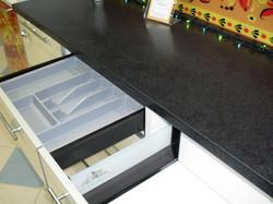 лоток для приборов на кухне
