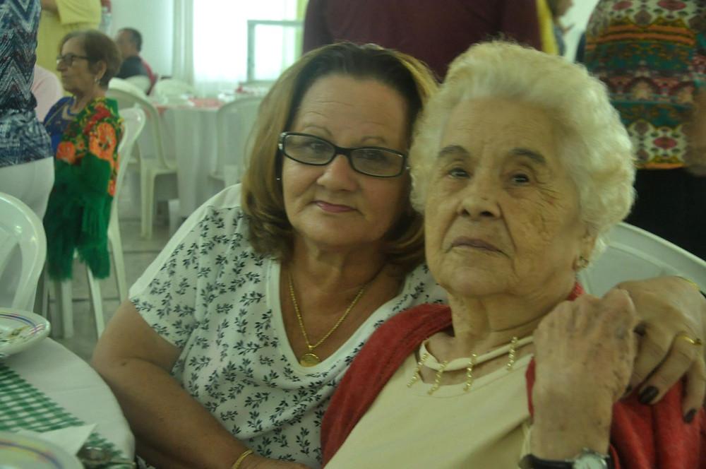 Izilda de Souza e Joaquina Vicente registraram presença.