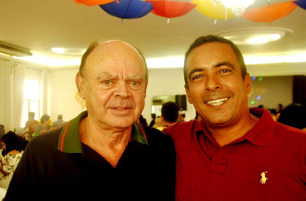 Comendador José Duarte Presidente do Centro Cultural Português em Santos/SP - e o Cap PM Marcelo Marques Azevedo Cmte. 3º cia do 6ºBPM/I)