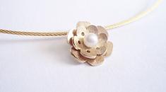 oud goud omsmelten bloem roos handgemaakt witte zoetwaterparel