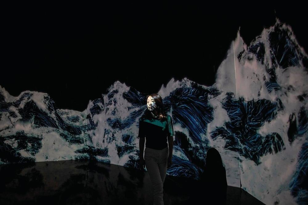 美術館使用了520部電腦和470部投影機,營造視覺效果。(法新社圖片)