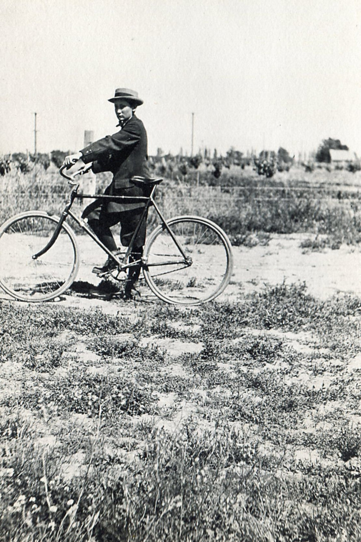 Elwood Piper with bicycle.jpg