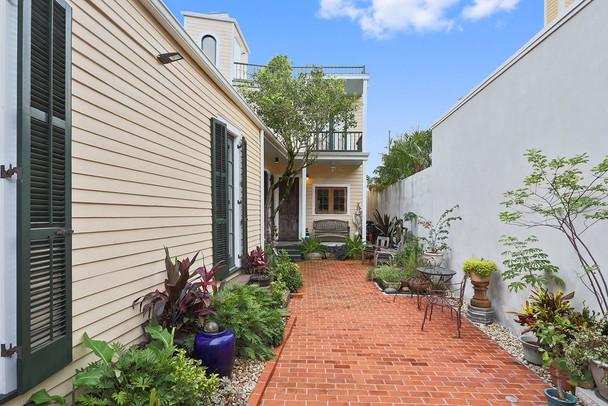 Bell Street Residence