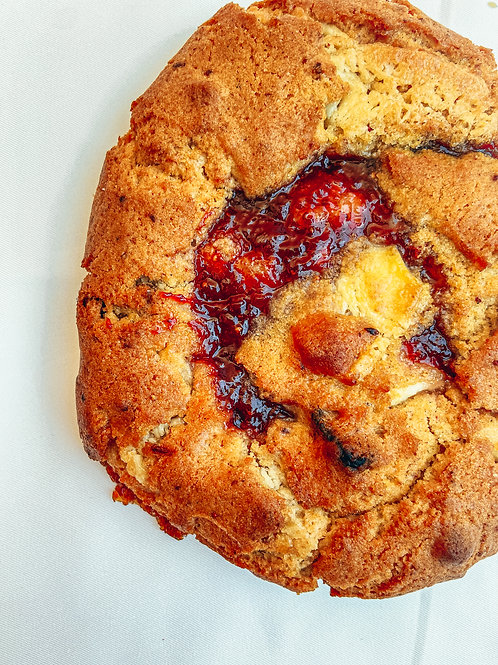 Strawberry and white chocolate cookie