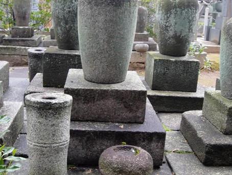初代宗詮の参禅の師大綱和尚の墓