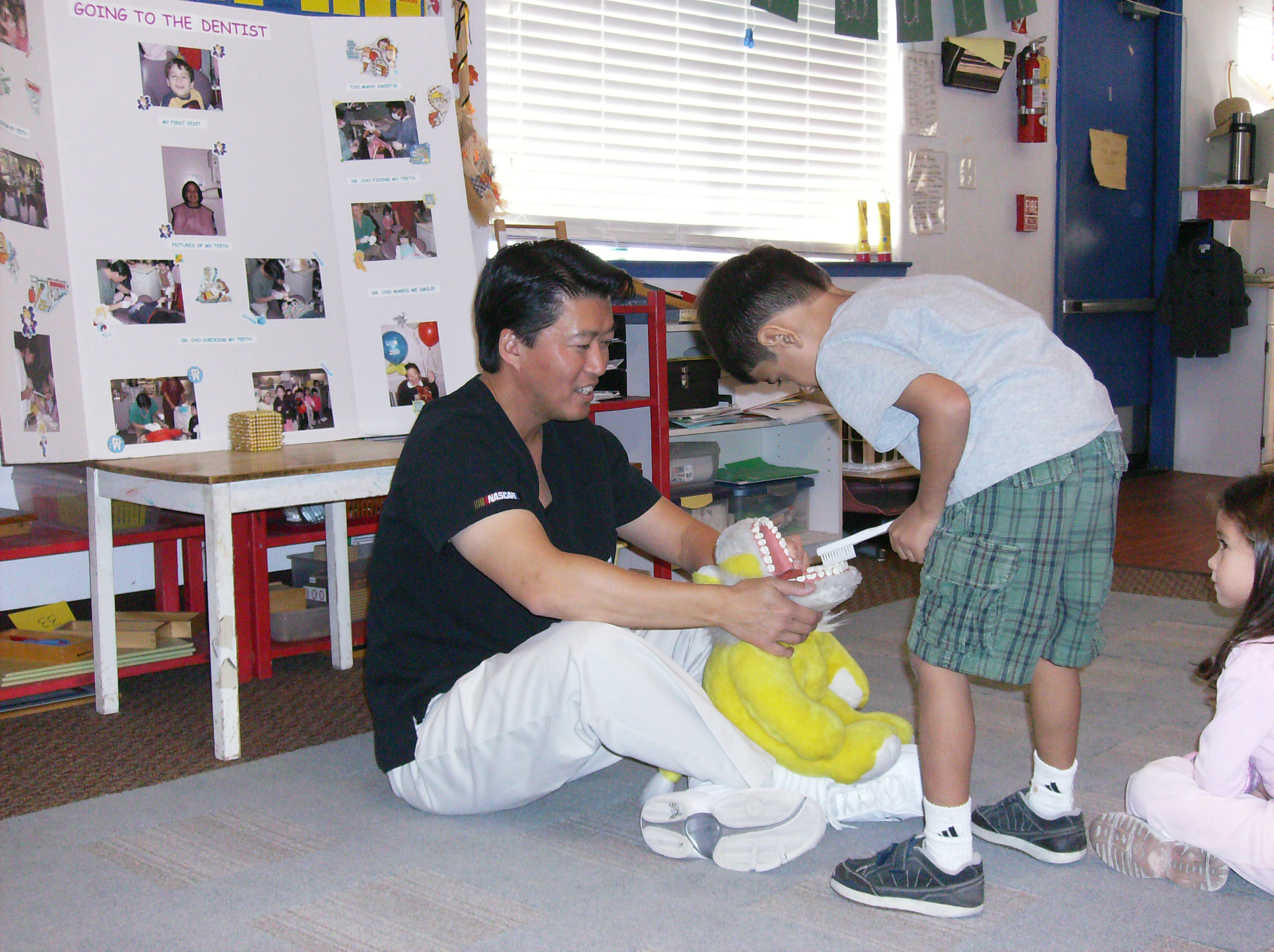 Children's dentist Milpitas shows kids best way to brush
