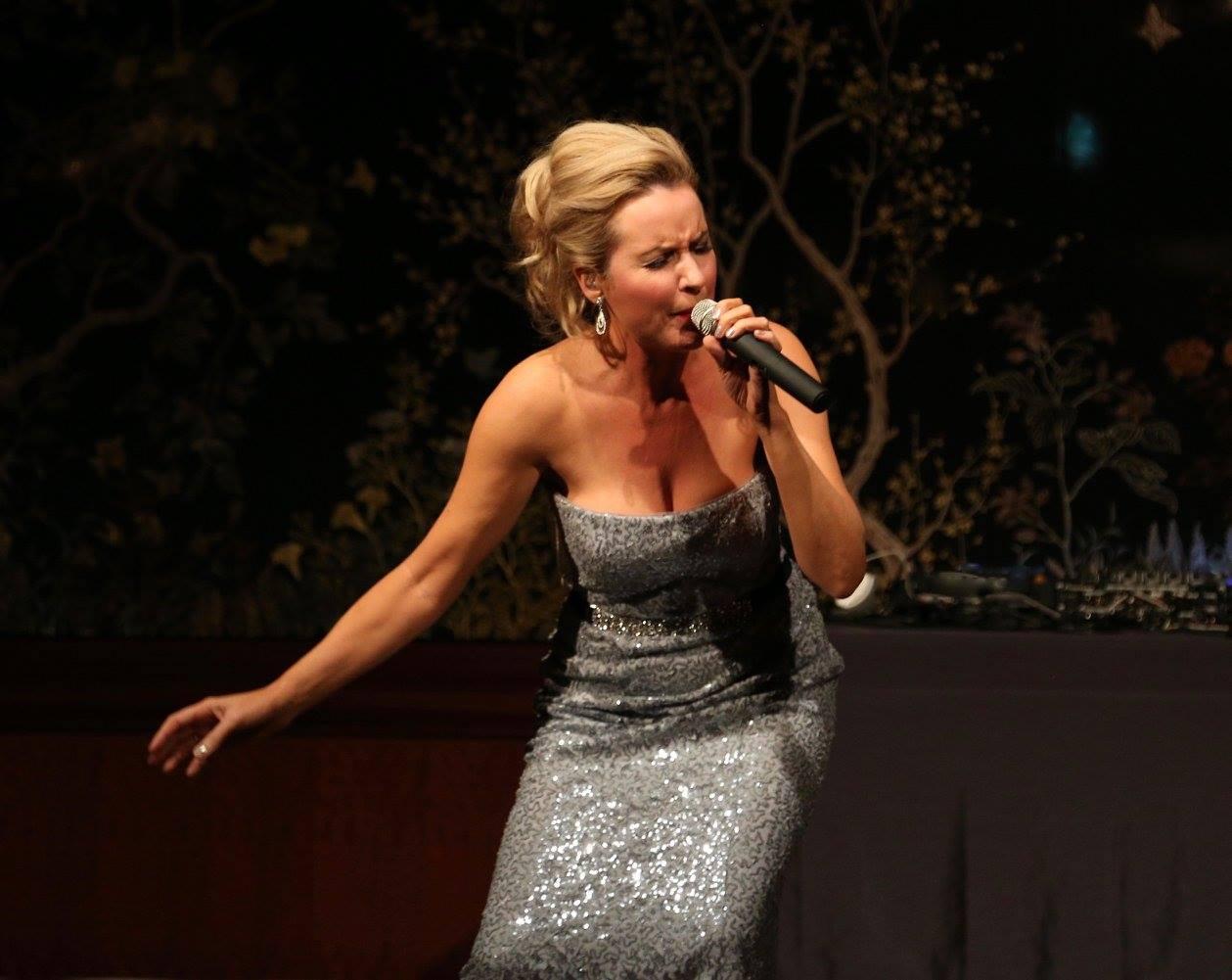 Donna singing 2016