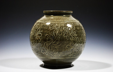 Mishima Moon Vase.jpg
